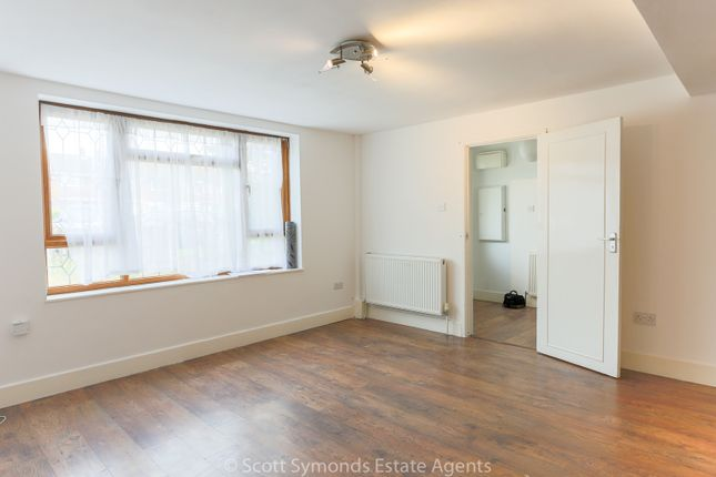 End terrace house to rent in Whittaker Road, Slough