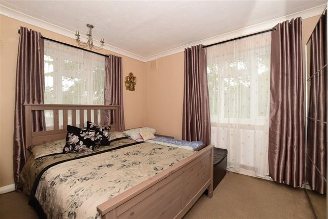 2 bed flat for sale in Benhill Wood Road, Sutton, Surrey