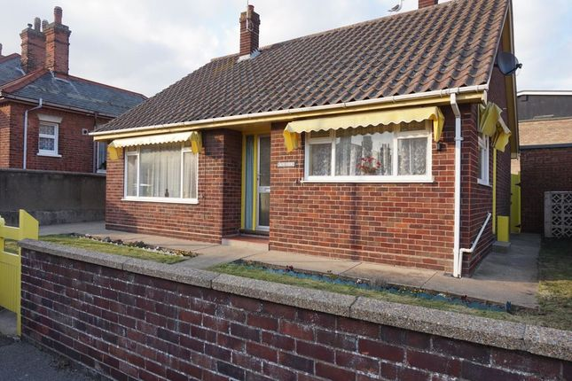 Thumbnail Bungalow to rent in Cross Road, Gorleston, Great Yarmouth