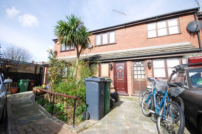 Thumbnail Property to rent in Atwell Close, London