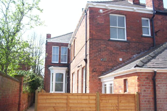 Thumbnail Maisonette to rent in Queens Parade, Grimsby