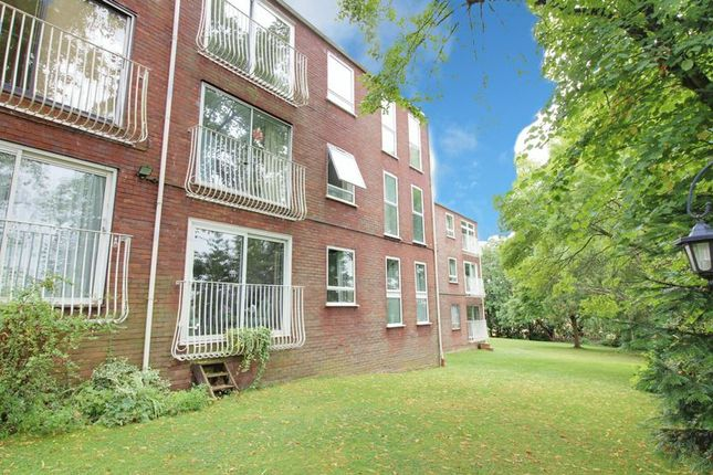 Thumbnail Flat for sale in Roundhedge Way, The Ridgeway, Enfield
