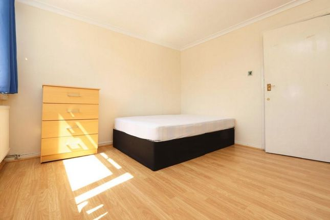 Room to rent in The Green, Stratford E15