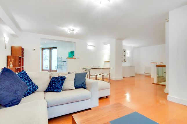 3 bed mews house for sale in Kensington Gardens Square, London W2