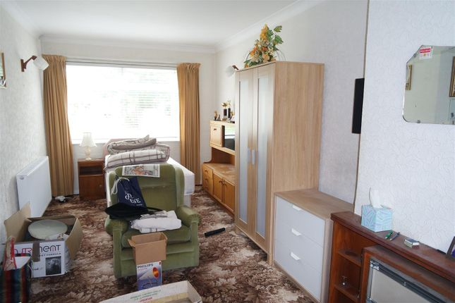 2 bed property for sale in Brays Road, Sheldon, Birmingham