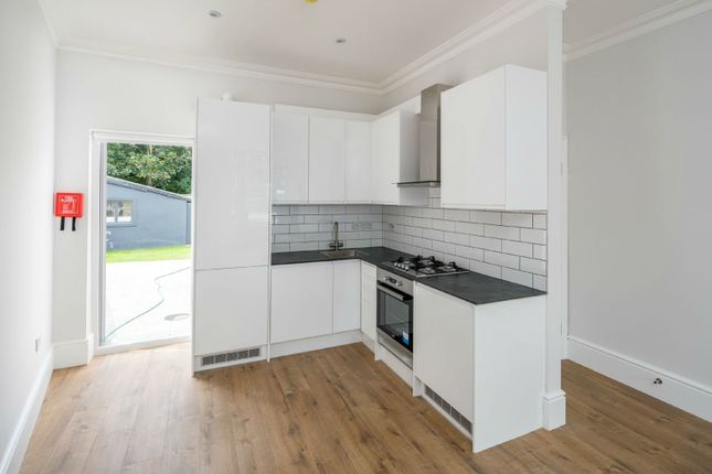 1 bed flat to rent in Palmerston Road, London E17