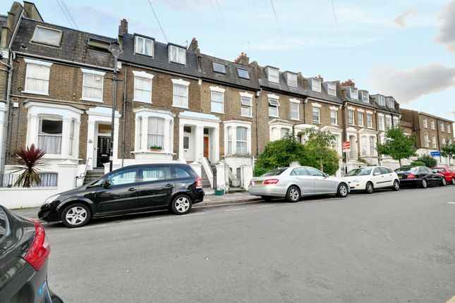 Flat to rent in Mill Hill Road, Acton