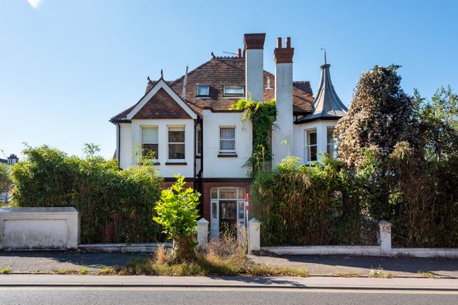 1 bed flat to rent in Bigwood Avenue, Hove BN3