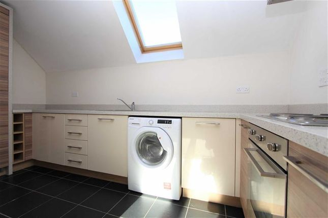 Thumbnail Flat to rent in Leadam Close, Loughton, Essex