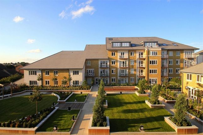Thumbnail Flat to rent in 17 Park Lodge Avenue, West Drayton, Greater London