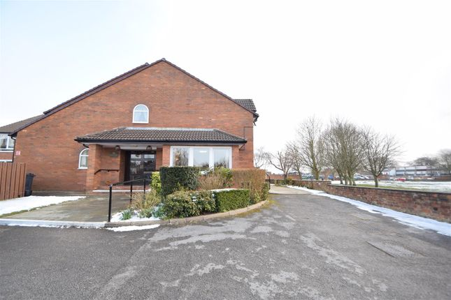 Thumbnail Flat to rent in Dale Avenue, Heswall, Wirral