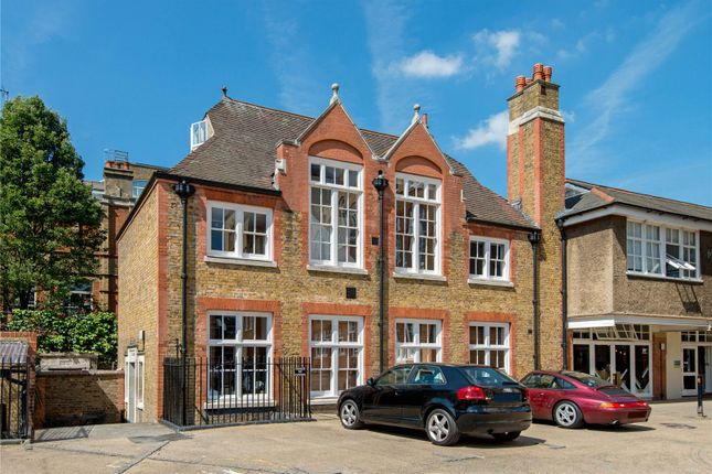 Thumbnail Property for sale in Kingsway Place, London