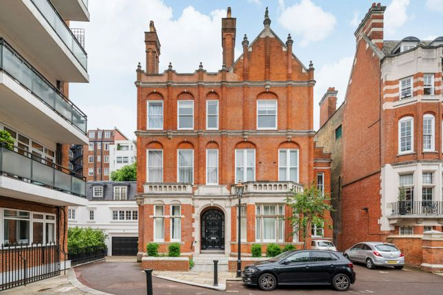 Thumbnail Property for sale in Palace Court, London
