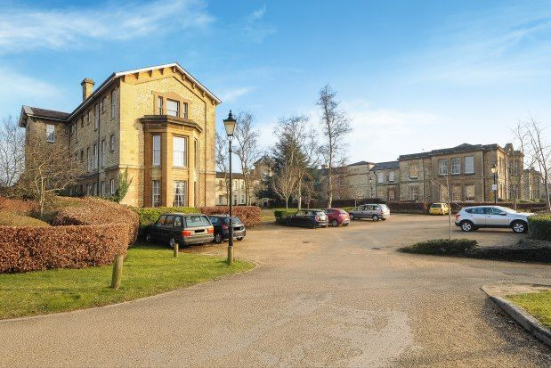 2 bed flat to rent in Mandelbrote Drive, Oxford OX4