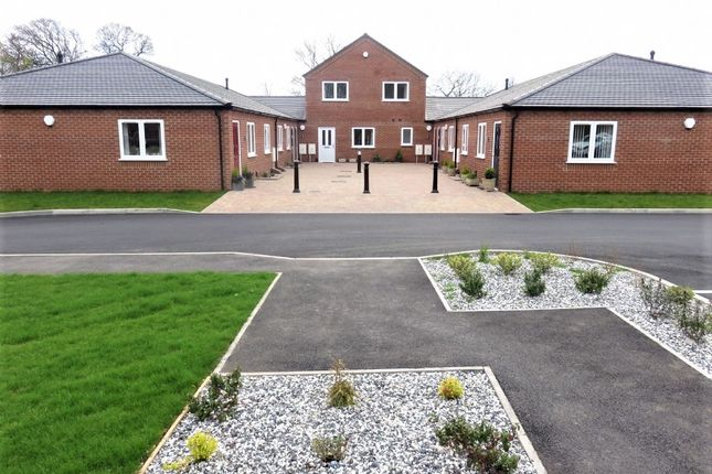 Thumbnail Town house to rent in Kitchen Lane, Wednesfield, Wolverhampton