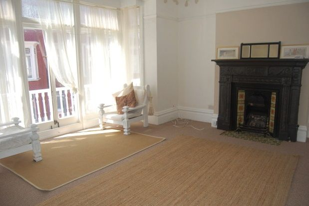 Thumbnail Flat to rent in Elms Avenue, Eastbourne