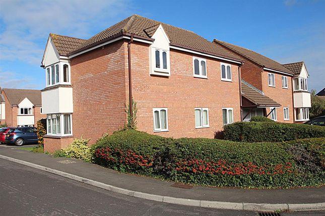 2 bed flat for sale in Grange Close North, Henleaze, Bristol BS9
