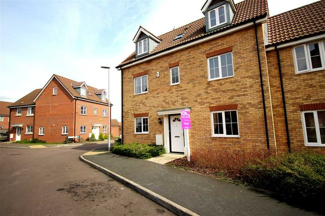 Thumbnail Shared accommodation to rent in Maskell Drive, Bedford