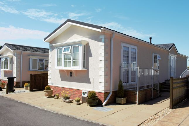 2 bed mobile/park home for sale in Valdean Park, The Dean, Alresford SO24