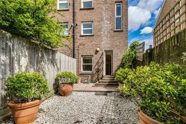 3 bed end terrace house to rent in Burlington Road, London SW6