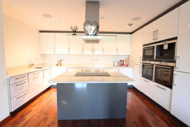 Thumbnail Flat for sale in Hainault Road, Chigwell