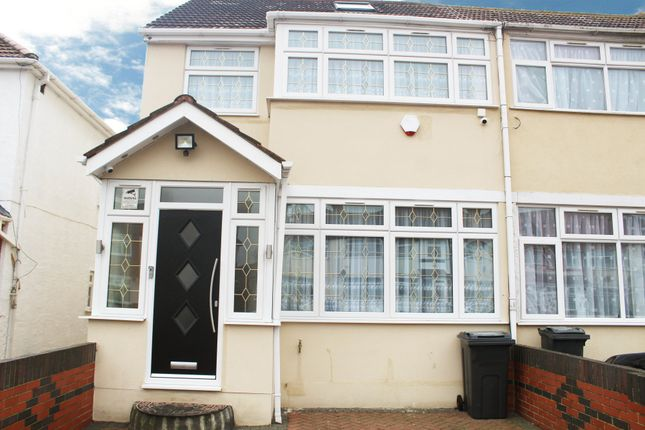 Thumbnail Terraced house to rent in Wentworth Road, Southall, Middlesex