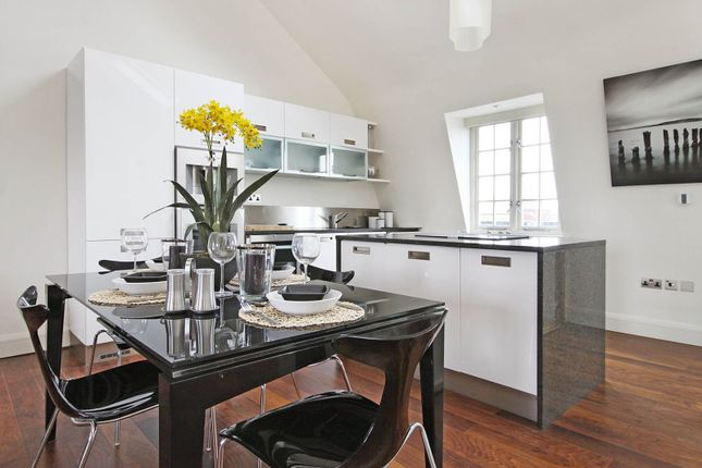 Thumbnail Flat to rent in St. Georges Square, Pimlico, London