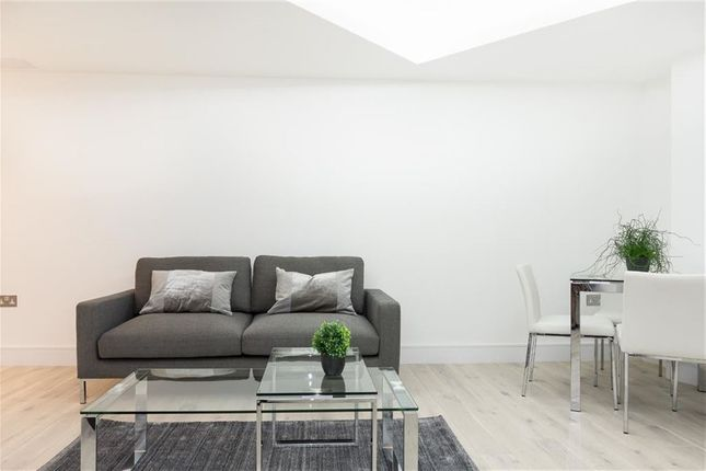 Flat to rent in Ostro House, Finchley Road, Hampstead, London