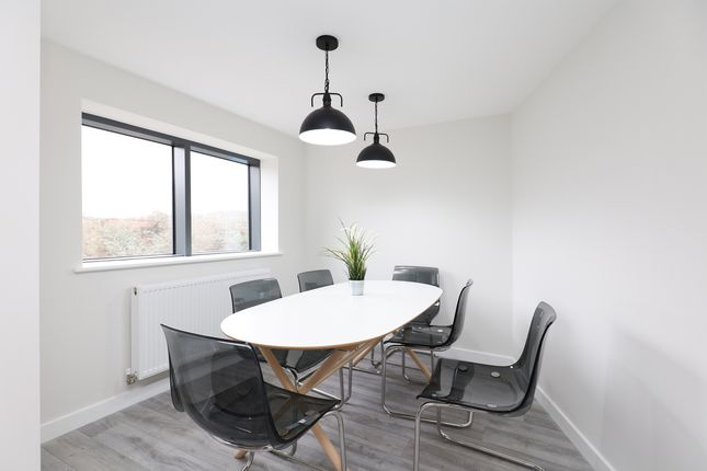 Communal Kitchen/Dining Room