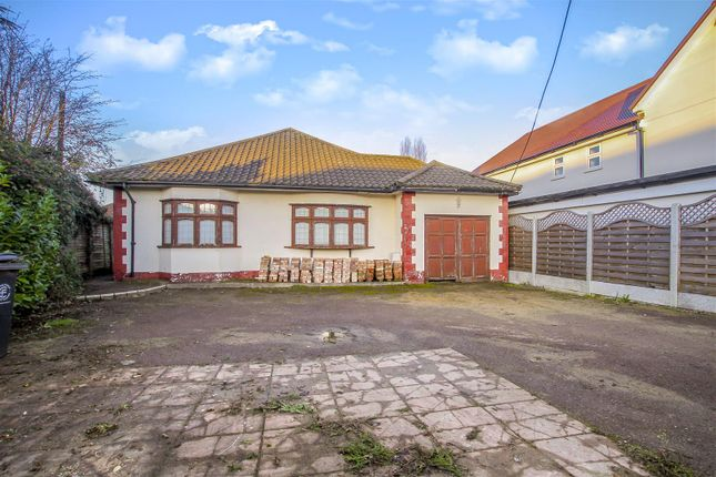 Thumbnail Detached bungalow for sale in Oak Hill Road, Stapleford Abbotts, Romford