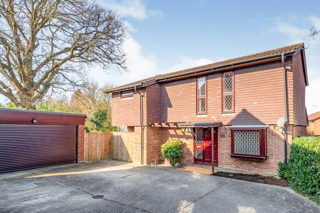 Thumbnail Detached house for sale in Kitsmead, Copthorne, Crawley