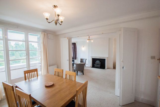 Flat to rent in Mount Avenue, London