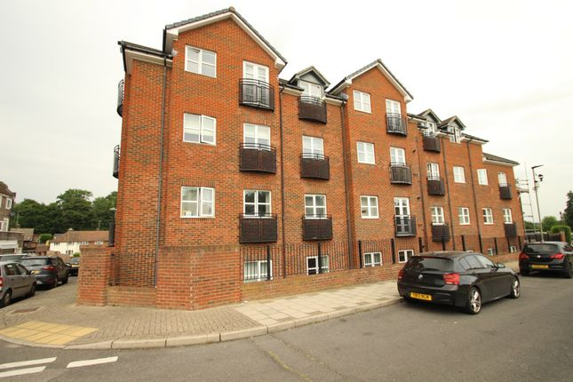 2 bed flat to rent in Ranmore Path, Orpington BR5