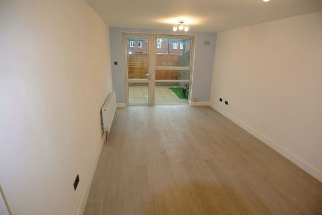 2 bed flat to rent in Baring Close, Baring Road, London SE12