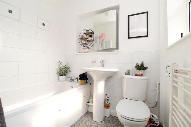 Bathroom of All Saints Avenue, Prettygate, Colchester CO3