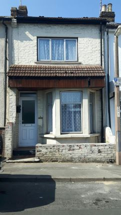 Thumbnail Shared accommodation to rent in King William Road, Gillingham