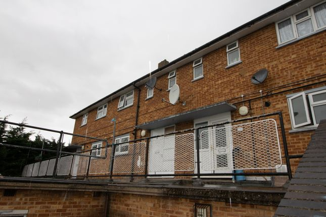 Thumbnail Flat to rent in The Crossway, Luton