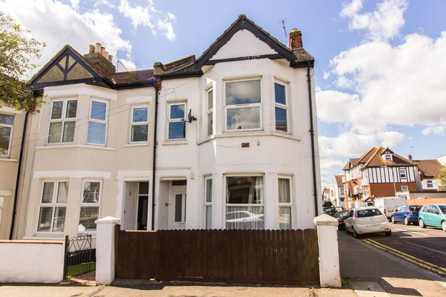Flat for sale in Beach Avenue, Leigh-On-Sea