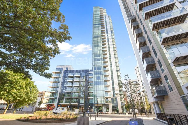 Thumbnail Flat to rent in Skyline Aoartments, Devan Grove, London