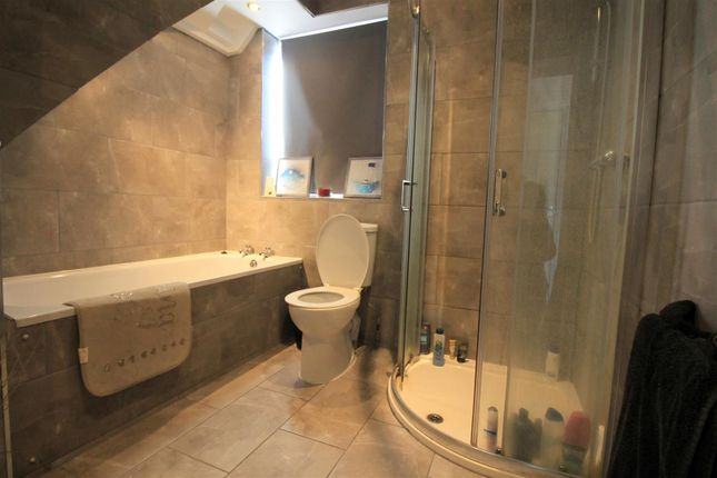 Bathroom of West End Way, Lancing BN15