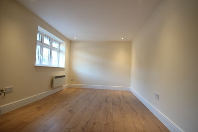 Thumbnail Flat to rent in Desborough Avenue, High Wycombe