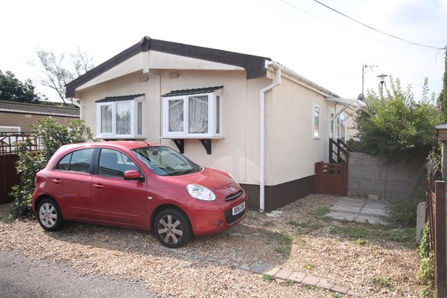 Thumbnail Mobile/park home for sale in Brookside Park, Hawley Lane, Farnborough
