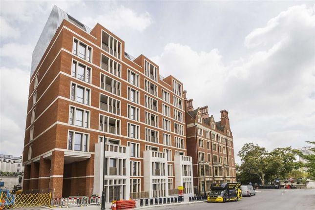 Thumbnail Flat to rent in Arundel Street, London