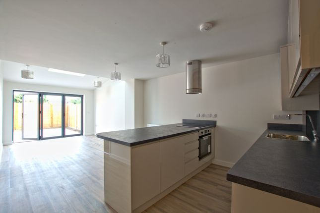 Thumbnail Flat for sale in Maitland Avenue, Cambridge