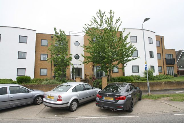 Thumbnail Flat for sale in Prince Avenue, Westcliff-On-Sea