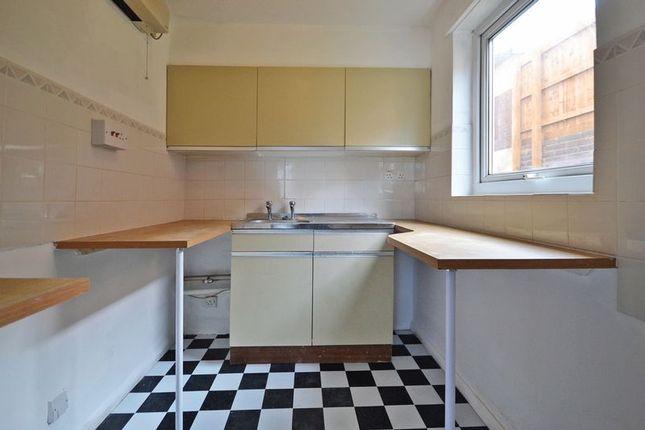 Photo 4 of Studio Apartment, Llwyn Deri Close, Rhiwderin NP10