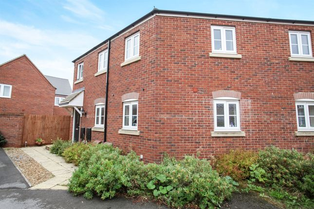 Thumbnail Flat for sale in Goldfinch Road, Leighton Buzzard