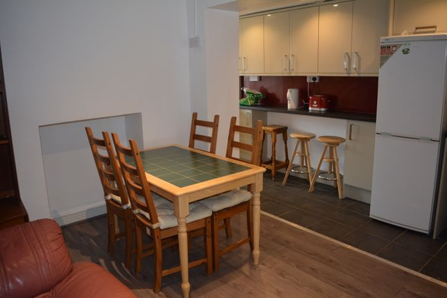 4 bed shared accommodation to rent in King Street, Cardiff CF37