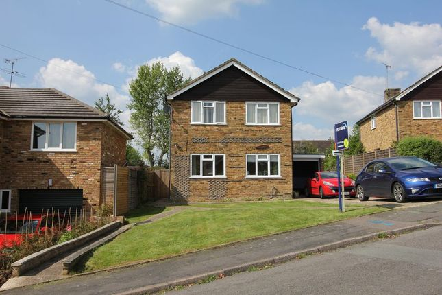 Thumbnail Detached house to rent in The Paddock, Chalfont St. Peter, Gerrards Cross