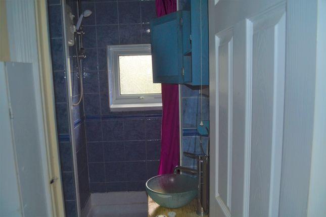 Shower Room of Aylesborough Close, Cambridge CB4